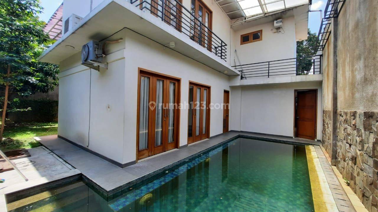 Rumah Dalam Komplek Dengan Swimmingpool di area cipete siap huni