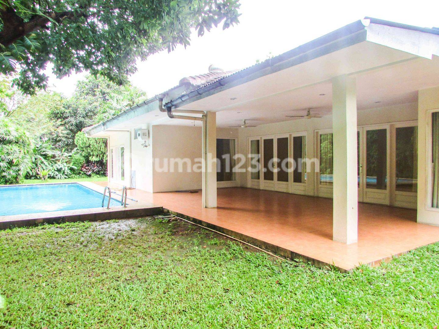 Stand-alone house in Kemang, 700sqm 4 BR with Private pool and garden,