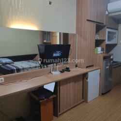 apartemen studio furnished tengah kota murah siap huni di apartemen student castle depok sleman yogyakarta