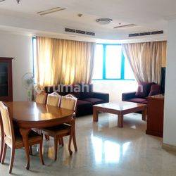 Nice 3BR Apartment with Strategic Location @ Park Royale Apartment