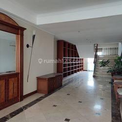Unit Penthouse Casablanca 2 lantai Furnished Jakarta Selatan