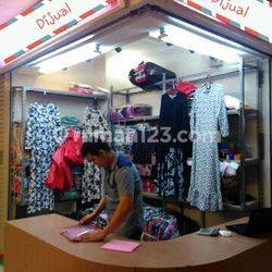 Kios posisi Hoek di Tanah Abang, Jl. K.H. Mas Masyur, Tanah Abang, Jakarta Pusat