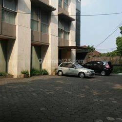 Gedung 3 lantai cocok untuk kantor atau spa dan salon di mainroad supratman.