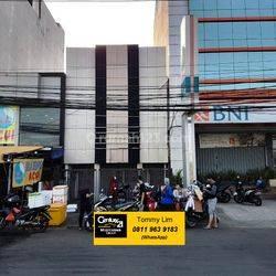 Ruko Muara Karang (Sederetan Eaton), Lokasi Ramai, Jalan Lebar, Parkiran Depan Sangat Luas