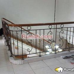 Ruang usaha Daerah Surya Sumantri. Bisa Untuk Bridal, Resto, Guess House dan Bank. Dekat Giant, Resto, Maranatha dan Hotel