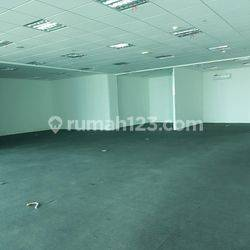 Office ST Moritz Lantai Sedang Kondisi Bare