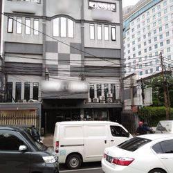 3 Ruko gandeng  4 lantai kawasan Komersial di Gunung Sahari Jakarta Pusat