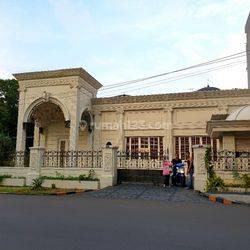 Rumah cantik Cocok untuk hunian keluarga atau Kantor, harga dibawah pasaran Good invest