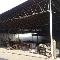 Gudang furniture luas lokasi strategis di Puri Kembangan jakarta barat