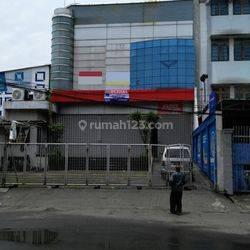 Showroom & Bengkel di Jl Panjang