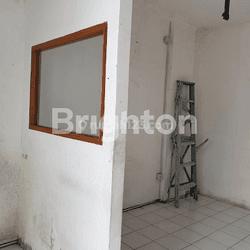 Ruko 4 lantai di Grand Panglima Polim, Jakarta Selatan.