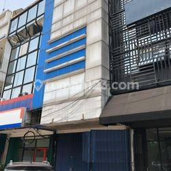 Ruko bekas Bank, sangat Strategis di Plaza Kebon Jeruk, Jakarta Barat. Harga bagus.