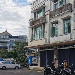 Ruko Gandeng di Tol Boulevard BSD (YL)