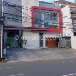 Gedung Perkantoran di Pluit, Penjaringan, Jakarta Utara