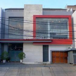 Gedung Perkantoran di Pluit Jakarta Utara