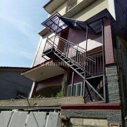 Rumah Kost 16 KT dan Rumah Induk 3 KT Dekat KAMPUS GUNADARMA di Srengseng Sawah , Jagakarsa