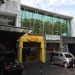 Ruko Siaga Pejaten, Jakarta Selatan (4 unit), parkiran luas