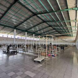 Pabrik uk 10.000m ,Bangunan 8.000m, Siap Pakai, Lokasi Jalan Raya