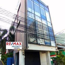 bangunan komersil di lokasi strategis di pusat kota jakarta