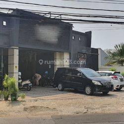 Ruang Usaha posisi di pinggir jalan utama di kawasan Pondok Jaya