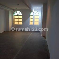 Rukan di Permata Senayan Luas 425 m2 Harga Rp 380jt/ tahun