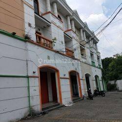 Ruko Gandeng di Bangka Jakarta Selatan, Lokasi Strategis Area Premium
