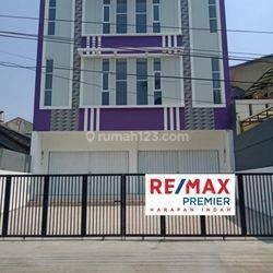 Ruko baru 3 lantai  siap pakai di Gading Griya Lestari Raya Jakarta Utara