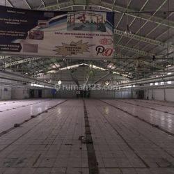 Gedung ex Pabrik didaerah Cilincing-Jakarta Utara sudah kosong, tidak beroperasi.