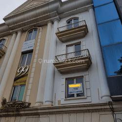 Gedung  Ruko Siap Pakai di Mampang Prapatan Raya hadap Jalan
