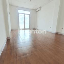 Ruko 3,5 lantai siap huni di tomang jakarta barat