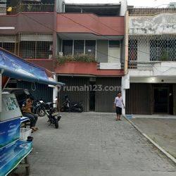 Disewakan atau Dijual Ruko Green Garden, Jakarta Barat