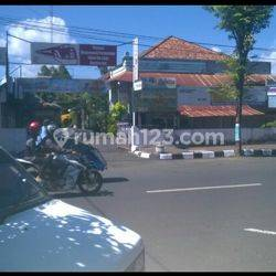 Banguna usaha di Jalan Raya Purworejo
