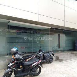 Gedung 4 Lantai di Tanah Abang, Jakarta pusat lokasi pinggir jalan cocok untuk bank, kantor,showroom,garmen