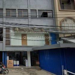 Ruko Gandeng 3,5 lantai di Bendungan Hilir luas 150 m2 Penjernihan Jakarta Pusat