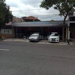 Rumah Usaha Barata Jaya XIX Lokasi strategis