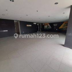 For Rent, Ruko Gandeng 3 lantai, sangat strategis, lokasi Cipete, Fatmawati, Jakarta Selatan.