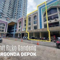 3 Unit Ruko Gandeng ini berlokasi strategis, Cocok Untuk dijadikan berbagai Tempat Usaha