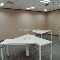 ruang kantor dengan kondisi bare dan partisi di area Simatupang
