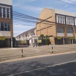 Dijual atau Disewakan Ruko di Jl. Pahlawan, Rempoa.