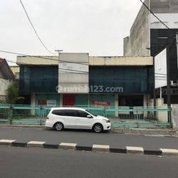 Bangunan Tua di pinggir jalan radio dalam Jakarta Selatan