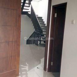 Ruko / Tempat usaha / siap huni jalan raya 3,5 lantai TERMURAH Jakarta barat.