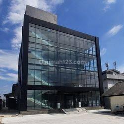 Disewakan Gedung 4,5 Lantai, luas 1200m2 di Kebayoran Lama