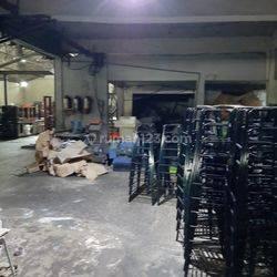 Pabrik mebel plastik masih aktif