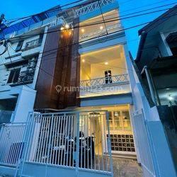 Rumah Kost di Area Premium Tanjung Duren, 4lantai 20kamar tidur - Jakarta Barat
