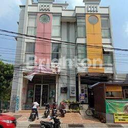 Ruko 3,5 lantai ex salon di bojong indah jakarta barat (HLH) 24