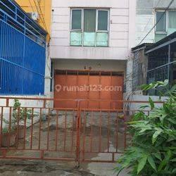 dijual Ruko Dadap Villa Taman Bandara, 1,5 lantai, lokasi strategis