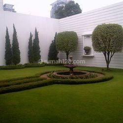Nice Formal Garden House in Strategic Area Prapanca