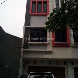 Kramat Rumah Siap Huni 3,5 Lantai