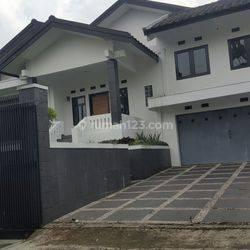 Rumah Mewah Di Jl. Setra Murni