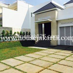 House at menteng suitable to embassy, 4 Bedrooms and Swimming Pool